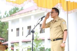 Wali Kota Tomohon Jimmy F Eman SE Ak saat memimpin apel