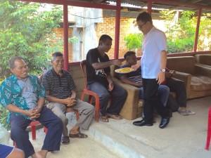 Senator Ir Stefanus BAN Liow melayani masyarakat Desa mangkid
