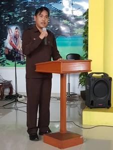 Kepala Badan Kesbangpol Kota Tomohon saat membawakan laporan