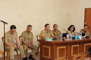 Wali Kota Tomohon memimpin Rapat Kerja