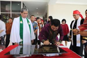 Hadiri HUT ke-70 GMIM Bethesda Manado, Kandouw Resmikan Gedung Serbaguna dan Kantor Jemaat