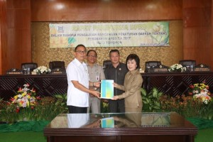 Wali Kota Tomohon mengajukan Rancangan Perubahan APBD 2017 kepada DPRD