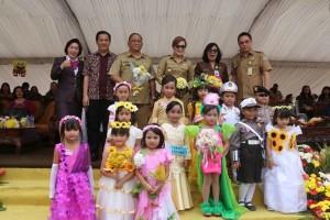 Jajaran pemerintah Kota Tomohon dan peserta Pawai Bocah
