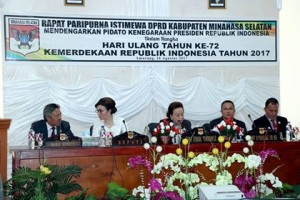 Bupati-san-Wakil-Bupati-saat-menghadiri-Paripurna-mendengarkan-pidato-Presiden