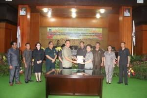 Pariourna penandatanganan KUPA PPASP APBD Kota Tomohon tahun 2017