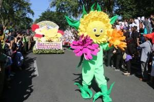Float Bunga yang ditampilkan Kota Tomohon selain Kabasaran