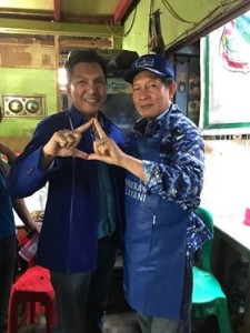 Ketua PD Bitung Jacky Ticoalu ketika foto bersama Ketua DPD PD Sulut GSVL Lumentut