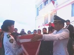 Upacara Penurunan Bendera , Ronald Kandoli