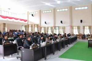 Rapat Paripurna Penetapan Perda Hak Keuangan dan Administratif Pimpinan dan Anggota DPRD