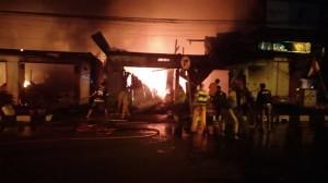 Satu Toko dan Dua Rumah Makan di Tomohon Terbakar