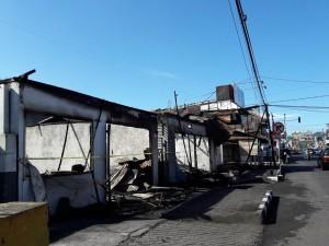 Kondisi dua rumah makan dan satu toko pakaian usai terbakar