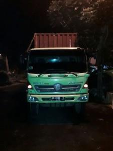 Mobil Kontainer pembawa bahan yang ditumpangi korban