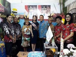 Wali Kota Tomohon mengunjungi Stand Pameran Kabupaten Manokwari Selatan