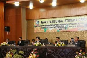Ketua DPRD Tomohon Ir Miky JL Wenur saat memimpin Rapat Paripurna istimewa
