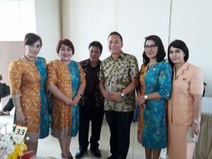 Wali Kota Tomohon bersama Camat Tomohon Tengah,  Ketua dan Sekretaris Dharma Wanita Tomohon Tengah