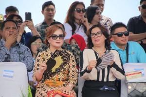 Wakil Wali Kota SAS didampingi Kadis Pariwisata di Manado Fiesta