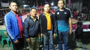 James Tangkawarouw usai membuka bola voli didampingi panitia Bastian Turambi dan Andre Kojongian serta Harold Poluan dari PBSI