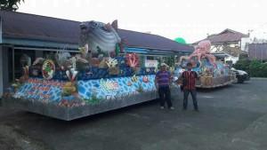 Float bersama dekorator asal Kota Tomohon