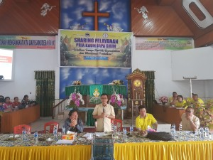 Pnt Ir Stefanus BAN Liow memberikan materi pada pembekalan/pelatihan kepala sekolah,  pendidik dan tenaga kependidikan