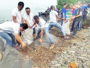DKP Sulut dan JIPS Gelar Bersih Pantai dan Muara Sungai