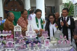 Pemasangan Lilin HUT ke-170 GMIM Baitani Matani