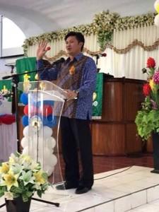 Drs Audy Pangemanan AP MSi, dr Rinni Pangemanan Tinangon, GMIM Yobel Girian Weru Dua,