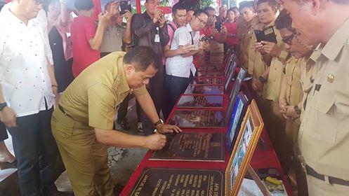 Bupati Minahasa Drs Jantje W Sajow M.Si (JWS), meresmikan Proyek ADD/AD Kecamatan Mandolang Tahun Anggaran 2016  sekaligus Menghadiri HUT Ke-5 Kecamatan Mandolang, Selasa (12/09/2017)