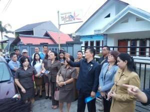 Wakil Ketua DPRD Tomohon Youddy YY Moningka SIP didampingi para anggota DPRD sata meninjau lapangan