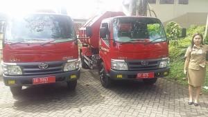 Dua kendaraan pengangkut sampah bantuan Pemprov Sulut