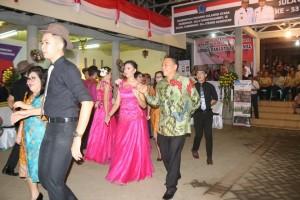 Wali kota ikut berdansa
