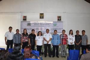 Sekretaris Kota, Kadis Kesehatan bersama Pengurus Forum Kota Sehat