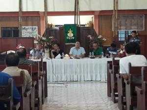 Wali Kota Tomohon memimpin Rapat