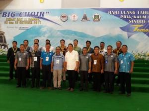 Ketua Umum Panitia, Ketua P/KB, Ketua Harian bersama para Juri Big Choir dan peraih medali emas