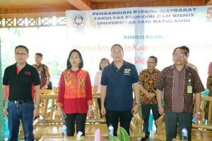 Wali Kota Tomohon bersama Rektor  dan jajaran FEB Unsrat