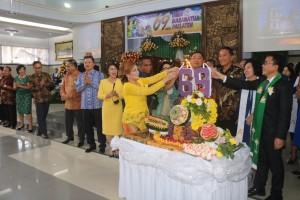 Pemasangan lilin HUT ke-69 GMIM Maranatha Paslaten