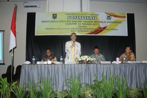 Wali Kota Tomohon memberikan materi pad Sosialisasi Permendsgri Nomor 33/2017