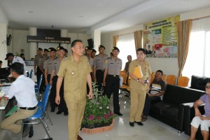 Terima Kunjungan Siswa SPN Karombasan, Eman Perkenalkan Kantor Pelayanan Publik