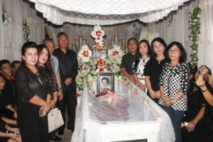 Wabup FDW Hadiri Ibadah Pemakaman Bendahara DPC PDI Minsel
