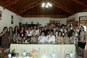 Wali Kota Tomohon bersama peserta