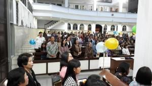 Ketua Umu Panitia Jimmy F Eman SE Ak bersama keluarga dan jemaat dalam Ibadah Kantata