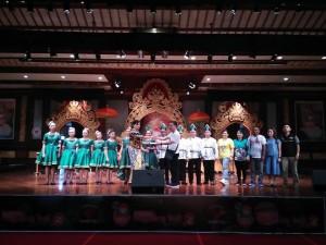 Siswa SMP Lokon bersama kepela sekolah, guru pendamping, pelatih dan orang tua siswa