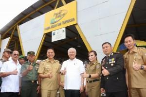 Menteri Perdagangan bersama jajaran Pemkot Tomohon dan Forko[imda di Pasar Beriman Tomohon