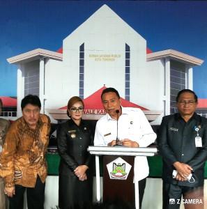 Walu Kota Tomohon dan jajaran bersama KPK saat peresmian rumah dan aplikasi pelayanan publik