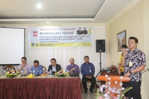 Kadis Kominfo Hengky Yusenimus Supit SIP membawakan laporan