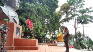 Hari Pahlawan, Drs, Jantje Wowiling Sajow M.Si