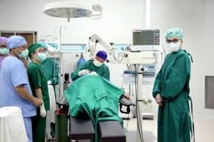 Hadiri Puncak Acara HKN ke-53 di RSUD Teep, Bupati Tinjau Langsung Operasi Katarak