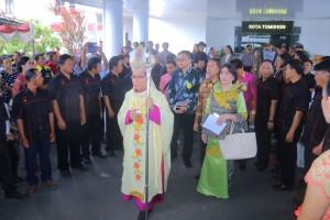 Uskup Manado saat berada di Tomohon