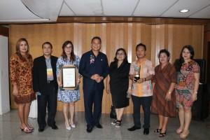 Wali kota bersama Pebgurus Forum Kota Sehat dan Kadis Kesehatan