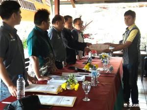Penyerahan hasil verifikasi KPU kepada Partai Golkar Tomohon