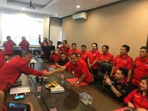 Serahkan CV ke PDIP, JWS Yakin Menang di Pilkada Minahasa 2018